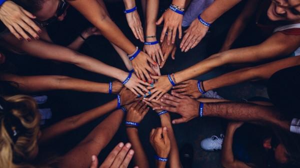 Hände zusammen Ehrenamt